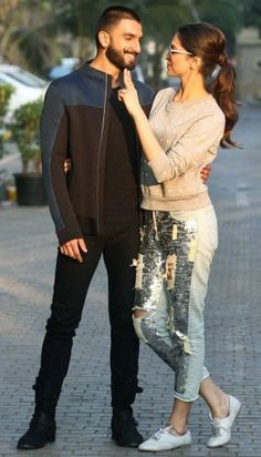 Ranveer Singh & Deepika Padukone for Bajirao Mastani promotions strike a picture perfect pose. Wedding Couple Poses Photography, Couple Photoshoot Poses, Pre Wedding Poses, Wedding Couple Photos, Pre Wedding Photoshoot, Couple Posing, Wedding Couples, Bollywood Stars, Mode Bollywood