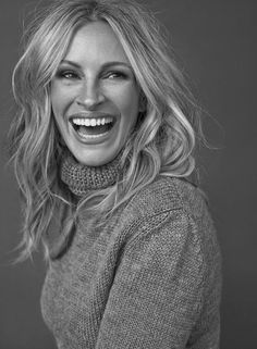 Julia Roberts, photographed by Michelangelo Di Battista for InStyle magazine, Sep (click the image for extremely high-res photo. Business Portrait, Business Headshots, Corporate Headshots, Pose Portrait, Headshot Poses, Senior Portraits, Model Headshots, Headshot Ideas, Night Portrait