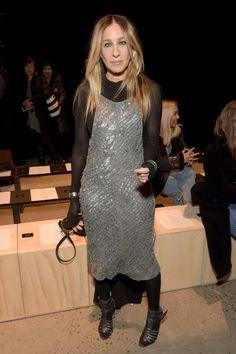 Carrie Bradshaw Style, City Outfits, Fall Outfits, Golden Dress, Metallic Dress, Silver Dress, Victoria Dress, Sarah Jessica Parker, Red Carpet Dresses