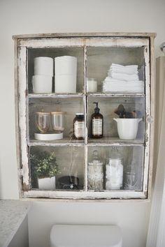 Vanha ikkuna --> säilytyskaappi vessaan