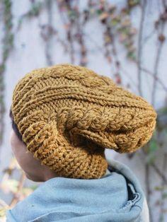 ヤマモモで染めたウールの糸で、手編みしてもらったニットキャップです。