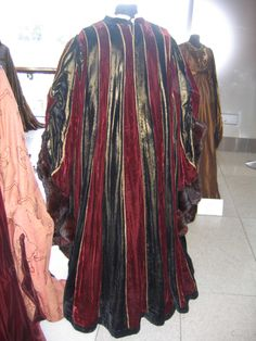 Lady Capulet's Dress From Zeffirelli's Romeo And Juliet Photo by costumersguide | Photobucket