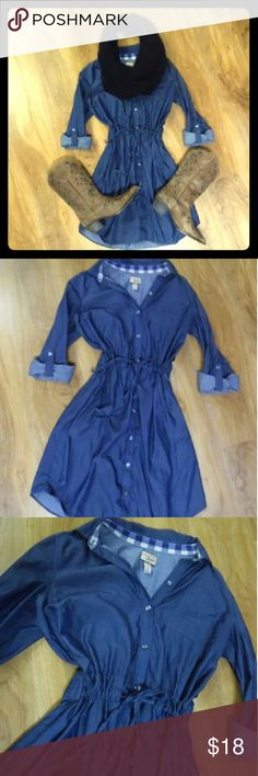 Chambray shirt dress G.H bass chambray shirt dress sz 8. Drawstring waistband and button down front. Comfortable and versatile. Please contact me with any questions you may have Bass Dresses