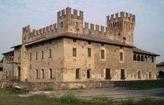 Castello di Malpaga, XIV-XV d.C., Cavernago, Lombardia. 45°37′01″N 9°45′31″E