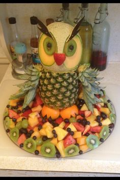 Discover thousands of images about I couldn't find a fruit tray for an owl without the pineapple shell. Fruit used is red and white grapes, strawberries, and pineapple. Fruit Decorations, Food Decoration, Deco Fruit, Fruit Creations, Food Carving, Food Garnishes, Garnishing, Veggie Tray, Veggie Food