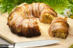 Der Gemüse-Bacon-Ring ist eine leckere lowcarb Hauptspeise die auch gut als Snack auf Partys funktioniert. Zudem ist es auch noch glutenfrei.