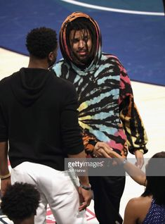 Cole greet Dwayne Wade and Gabrielle Union at the 2019 State Farm All-Star Saturday Night Hip Hop Artists, Music Artists, State Farm, Gabrielle Union, J Cole, Jay Z, Saturday Night, Record Producer, Mixtape