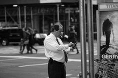 Fotografía The man, the cigar and the phone. por Miguel Ángel Alonso Treceño en 500px