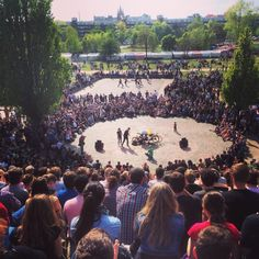 Jour 31, 12 octobre Assister à un spectacle en plein air lors du marché aux puces du Mauerpark