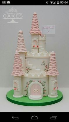 Beautiful castle cake, the turrets are filled with sweets too! What a beautiful extra