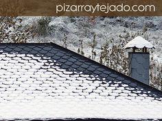 Cubierta y chimenea de pizarra natural de León. #pizarra #pizarranatural #naturalslate #pizarras #ardoise #slate