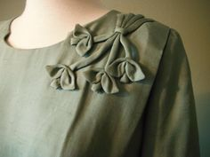 Sewing Clothes For Men Vintage Mad Men Dusty Green Silk Wiggle Dress by Herbert Levy Small/Medium - Kurti Sleeves Design, Sleeves Designs For Dresses, Neck Designs For Suits, Kurta Neck Design, Dress Neck Designs, Sleeve Designs, Mad Men, Kurta Designs, Blouse Designs