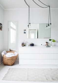 cool Cool Scandinavian, white and spacious wardrobe with plenty of room for the large Ikea 'Malm' dressers medianet_width = medianet_height = medianet_crid = medianet_versionId = (function() { var isSSL = 'https:' ==. Scandinavian Bedroom, Scandinavian Interior Design, Interior Design Ikea, Kitchen Interior, Baby Dekor, Kitchen Ikea, Open Wardrobe, Malm Wardrobe, White Wardrobe