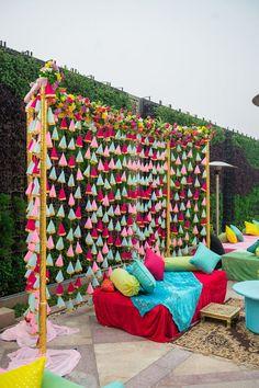 Wedding Hall Decorations, Desi Wedding Decor, Diy Diwali Decorations, Marriage Decoration, Backdrop Decorations, Mehendi Decor Ideas, Mehndi Decor, Indian Decoration, Background Decoration