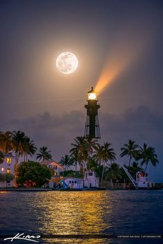 Full Moon Rise Pompano Beach at Lighthouse Cove by Kim Seng. Hillsboro Lighthouse in Pompano Beach along Lighthouse Cove at inlet. Beautiful Moon, Beautiful World, Beautiful Places, Beautiful Pictures, Stars Night, Lighthouse Pictures, Shoot The Moon, Moon Photography, Photography Tips