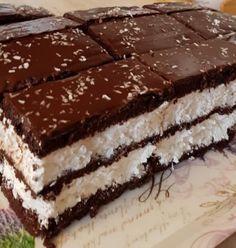 Nagyon egyszerű és finom: Kókuszos Kinder szelet! - Ketkes.com Hungarian Desserts, Hungarian Recipes, Cookie Recipes, Dessert Recipes, Torte Cake, Good Food, Yummy Food, Christmas Sweets, Sweet Cakes