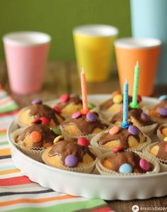 Smarties Kuchen / perfect cake for birthday parties! Cupcakes, Cake Cookies, Smarties Cake, Yummy Recipes, Birthday Parties, Birthday Cake, Energy Balls, Caramel Apples, Muffins