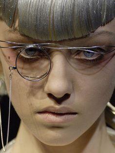 detournementsmineurs:  Johanna Stickland at Yohji Yamamoto Spring 2007.