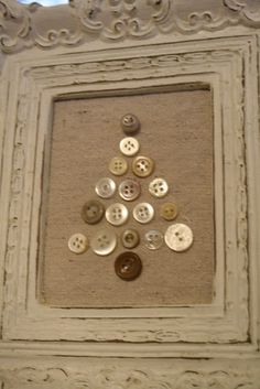 button christmas tree on burlap. super easy, super cute, super cheap if you have lots of buttons or vintage jewelry Noel Christmas, Primitive Christmas, Country Christmas, Winter Christmas, Vintage Christmas, Christmas Ornaments, Button Ornaments, Burlap Christmas Decorations, Button Decorations