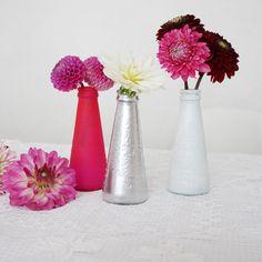DIY: Vase (und Kerzenständer) aus Camparifläschchen | SoLebIch.de #diy #diyideas #diyvase #doityourself #diydecoration #diydecor