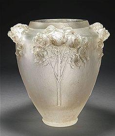 """""""Roses"""" vase by René Lalique"""