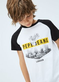 KARAMO BUILDING PRINT T-SHIRT|802 Pepe Jeans, Low Waist Jeans, Flared Mini Skirt, Latest T Shirt, Straight Dress, Print Logo, Boys Shirts, Girls Shopping, Neck T Shirt