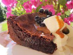 Mansikkamäki: Gluteeniton mutakakku Tea Time, Gluten Free, Desserts, Food, Glutenfree, Tailgate Desserts, Deserts, Essen, Sin Gluten