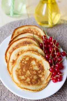 Puszyste naleśniki na kefirze w stylu amerykańskim. Kefir, Pancakes, Breakfast, Food, Morning Coffee, Essen, Pancake, Meals, Yemek