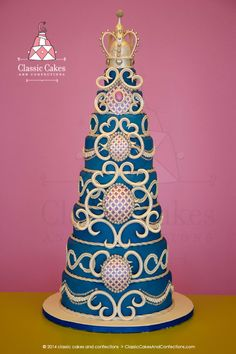 Blue wedding cake with white crown.