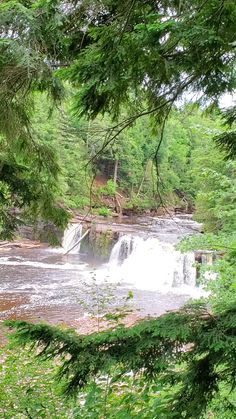 see the post for more! waterfall hikes in michigan. best places to visit in the midwest. us outdoor travel destinations. vacation spots, ideas, places in the US. michigan things to do upper peninsula up north. US outdoor vacation road trip midwest from wisconsin, chicago, minnesota, illinois, indiana, ohio
