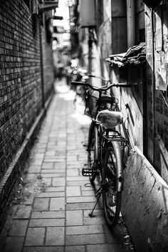 Old street old bicycle in Jiugulou Hutong.