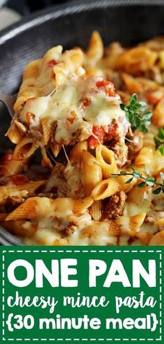 This easy, cheesy one pan mince pasta is going to be your new go-to quick weeknight meal. 30 minutes from start to finish and everything (including the pasta) is cooked in one pan! bake Cheesy One Pan Mince Pasta Minced Beef Recipes Easy, Minced Meat Recipe, Baked Pasta Recipes, Meat Recipes, Cooking Recipes, Healthy Mince Recipes, Easy Cooking, Cooking Ideas, Easy To Cook Recipes