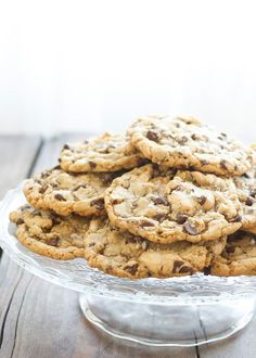 The Ultimate Salted Chocolate Chip Cookies (copycat recipe from La Grande Orange Grocery) - get the recipe at barefeetinthekitc. Köstliche Desserts, Delicious Desserts, Dessert Recipes, Yummy Food, Tasty, Chip Cookie Recipe, Cookie Recipes, Salted Chocolate Chip Cookies, Chocolate Chips