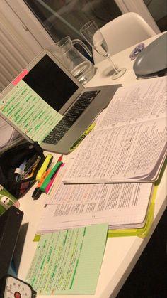 School Organization Notes, Study Organization, School Notes, Study Board, Study Pictures, School Study Tips, Study Space, Study Notes, Student Life