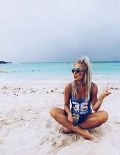 16 best beach poses by yourself images in 2017 Photo Summer, Summer Pictures, Summer Of Love, Cute Beach Pictures, Vacation Pictures, Beach Bum, Beach Trip, Girl On Beach, Photos Bff