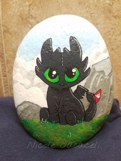 Painted Rock Ideas - Do you need rock painting ideas for spreading rocks around your neighborhood or the Kindness Rocks Project?Toothless, Night fury, How to train your dragon, HTTYD, painted rock Pebble Painting, Pebble Art, Fabric Painting, Stone Painting, Paint Fabric, Rock Painting Patterns, Rock Painting Ideas Easy, Rock Painting Designs, Posca Marker