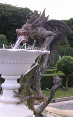 Ddraig: I love dragons and I love fountains. However this dragon appears to be drunk and vomiting into the fountain. Dragon Statue, Dragon Art, Fantasy Dragon, Fantasy Art, Fantasy Creatures, Mythical Creatures, Statues, Dragon Dreaming, Sculpture Art