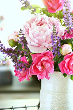 Summer-flowers-on-the-kitchen-table-stonegableblog.com-9.jpg 650×975 pixels