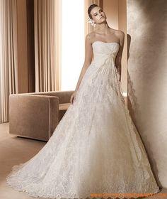 Robe de mariée dentelle avec longue traîne