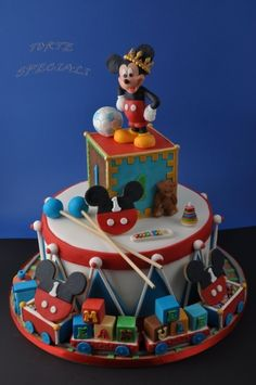 Mickey Mouse cake By Doddy on CakeCentral.com
