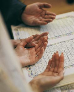 Learn Quran Academy provide the Quran learning services at home. Our mission to teach Quran with proper Tajweed and Tafseer to worldwide Muslim community. Arab Wedding, Wedding Pics, Wedding Couples, Wedding Quote, Hipster Vintage, Style Hipster, Muslim Couple Photography, Wedding Photography Poses, Cute Muslim Couples