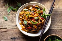 Asian Recipes, New Recipes, Dinner Recipes, Ethnic Recipes, Favorite Recipes, Thai Drunken Noodles, Asian Noodles, Thai Basil Chicken, Clam Sauce