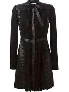 платье А-образного силуэта с панельным дизайном