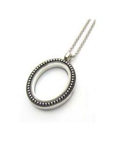 Collana ciondolo floating ovale con chiusura magnetica