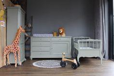 Vintage / retro babykamer Toddler Bed, Retro, Furniture, Home Decor, Child Bed, Decoration Home, Room Decor, Home Furnishings, Retro Illustration