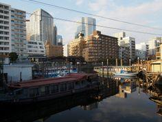 品川宿,高層ビル群のこぼれ陽が当たる路地裏 / alleys in Shinagawa,used to be the last post‐town on the road from Kyoto to Edo.