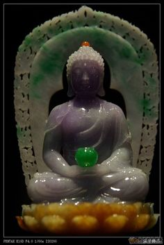 Jadeite jade..original was from Canada...it is now in B angkok i believe and an exact replica is in Chaing Rai, northern Thailand... Jade Stone, Jade Jewelry, Buddhist Art, Stone Carving, Chinese Art, Antique Jade, Asian Art, Northern Thailand, Namaste