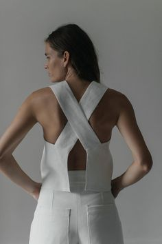 The AKU top, from the classic collection, is a wide strap tank with a cris-cross, open-back detail. The linen fabric is doubled for a perfect drape and the top features our raw-hem finish. Linen Relaxed fit Model is wearing size S Made in Mexico Looks Street Style, Looks Style, Mode Chic, Mode Style, Mode Top, Inspiration Mode, Minimal Fashion, Structured Fashion, Classy Fashion