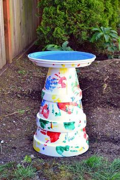 Do you want to attract birds to your garden? Why not provide them a space to bath? Here are 30 DIY bird bath ideas that will make a fun family project. Flower Pot Crafts, Clay Pot Crafts, Flower Pots, Potted Flowers, Diy Bird Bath, Bird Bath Garden, Herb Garden, Garden Crafts, Garden Projects