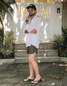 Outfit-Idea-You-Can-Try/ summer outfits men, holiday wear, beard styles, fl Mens Fashion Summer Outfits, Spring Outfits, Komplette Outfits, Short Outfits, Look Short, Preppy Men, Holiday Wear, Mens Flip Flops, Herren Outfit